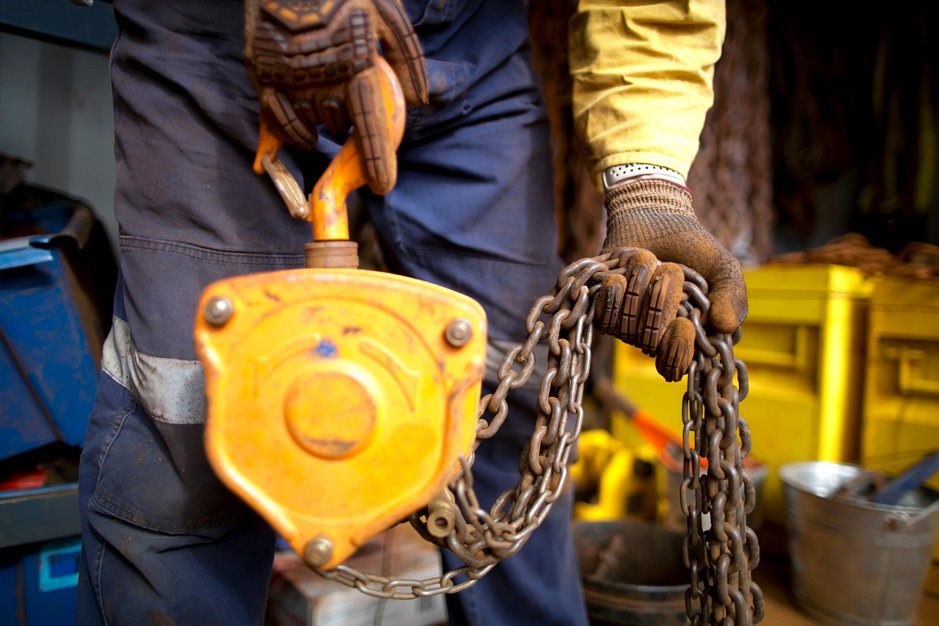 Azur Service Manutention est spécialisée dans tous les travaux de manutention et de levage en sites industriels