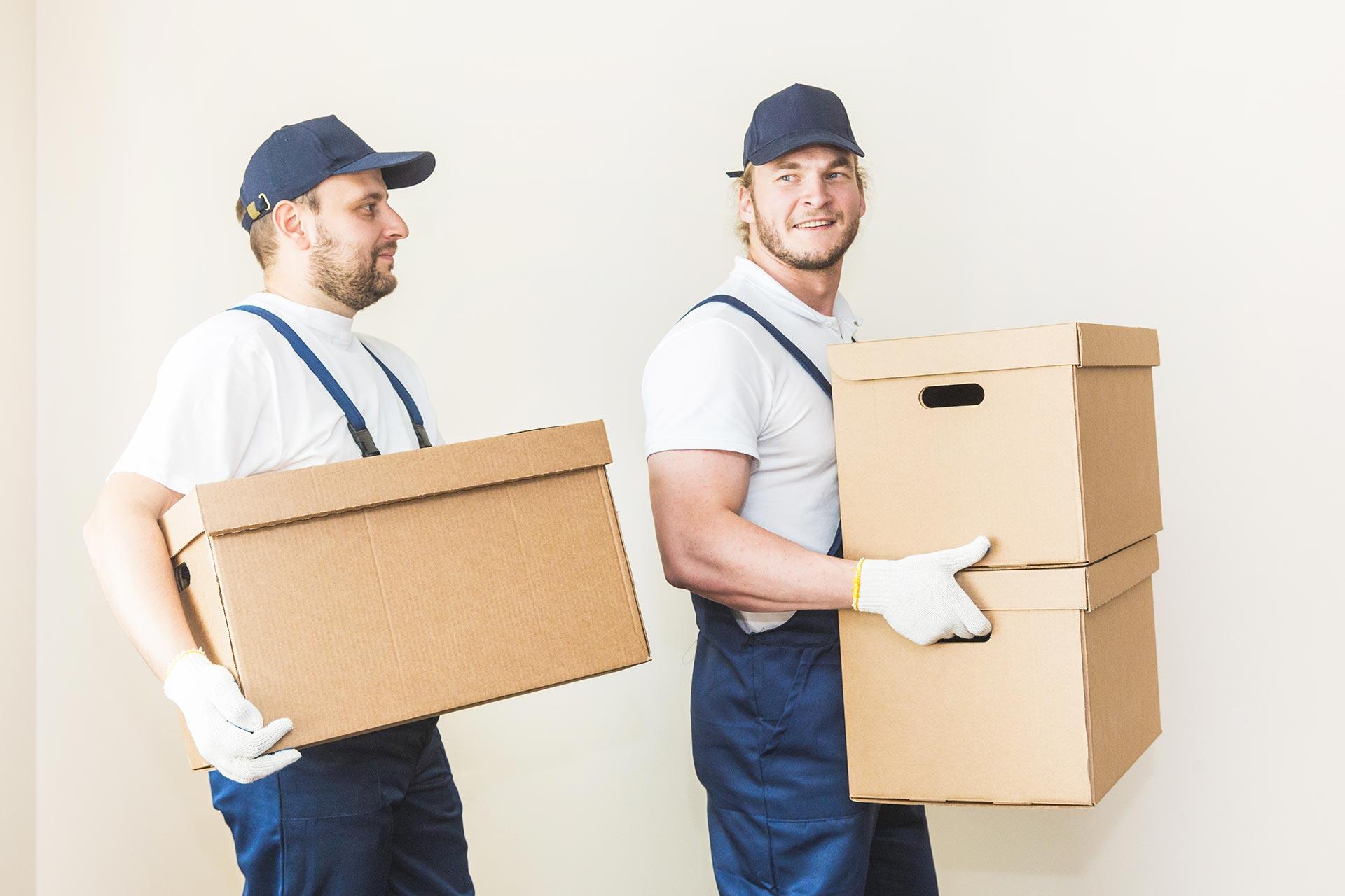 opérations de manutention, de déménagement (machines, mobiliers, cartons, installations diverses) et de déplacement ou transfert de cloisons modulables, machines, meubles, charges lourdes